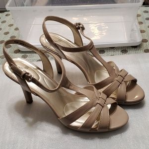 Bandolino strap sandals